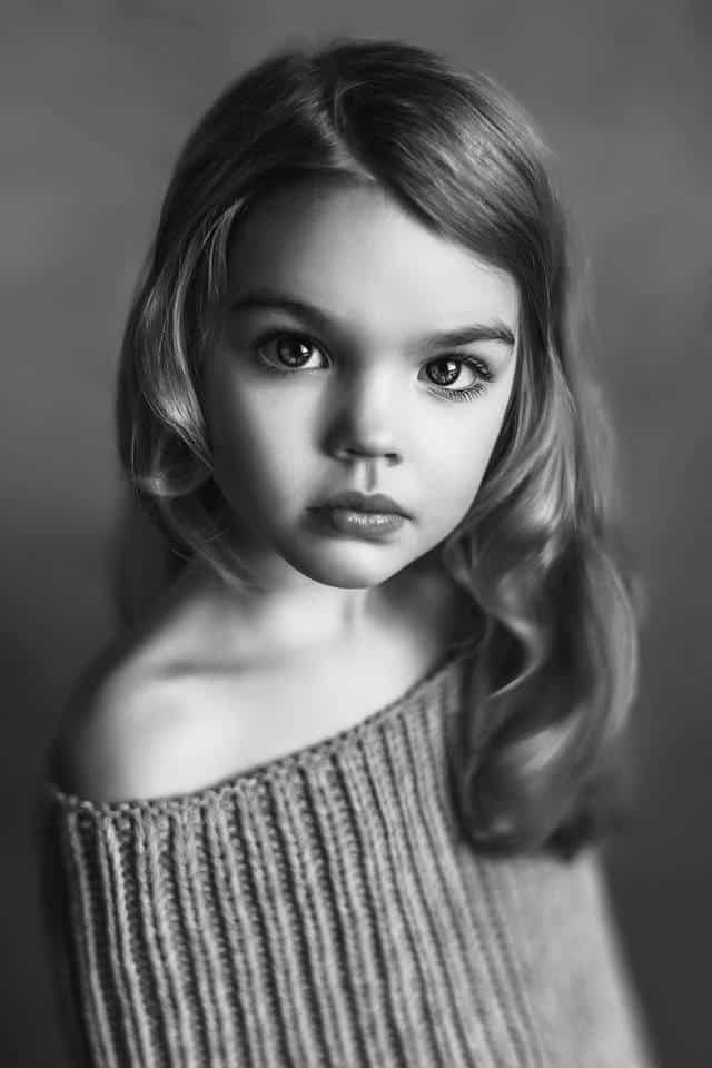BW kids portrait of a young girl looking like a movie actress
