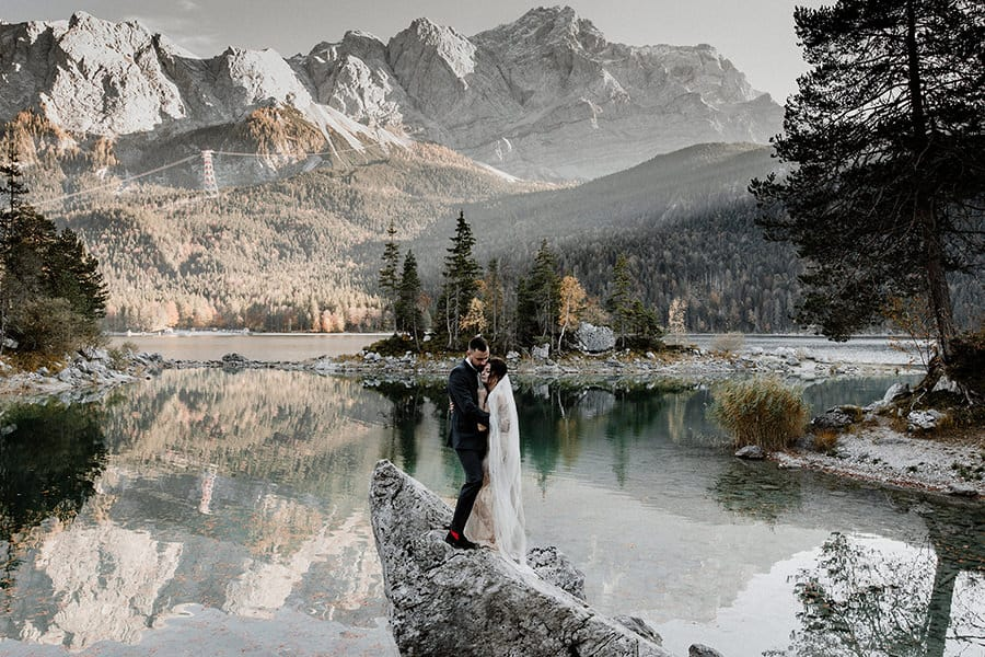76 Stunning Elopement Pictures Of This Summer's Wedding Season!