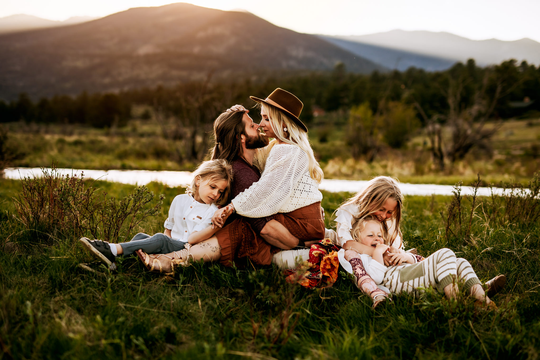 120 Inspiring Family Photo Ideas For Your Next Session