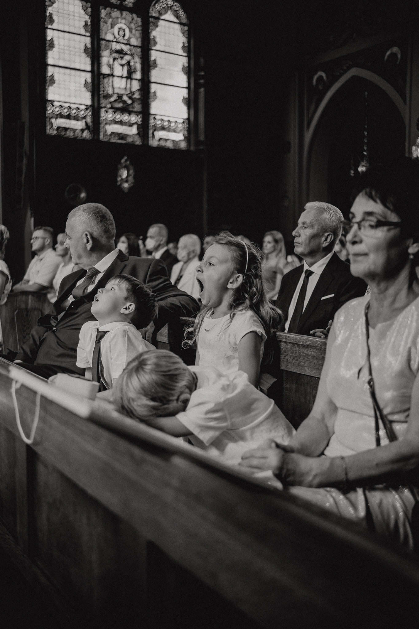 Kids are extremly bored during a wedding ceremony in the church