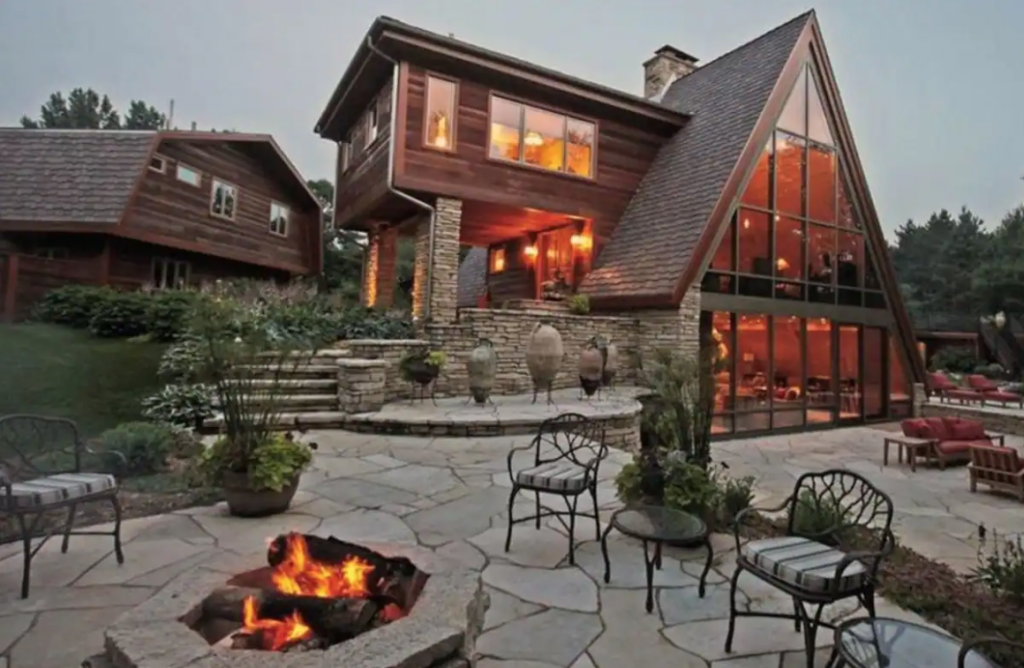 This Chalet features a fireplace, bunkbed and a terrace and is located in Winter, Wisconsin.